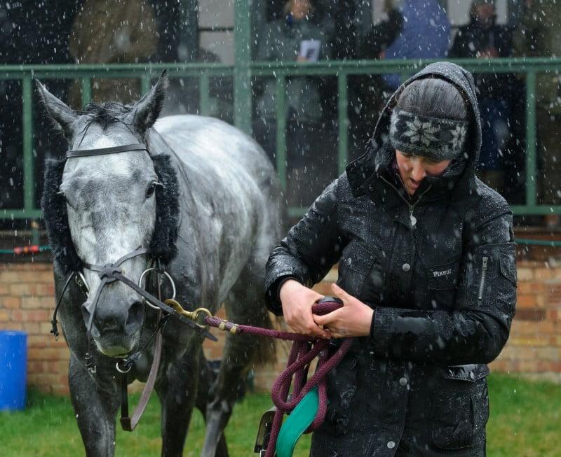 Heavy rain at Garthorpe Races. © www.nicomorgan.com